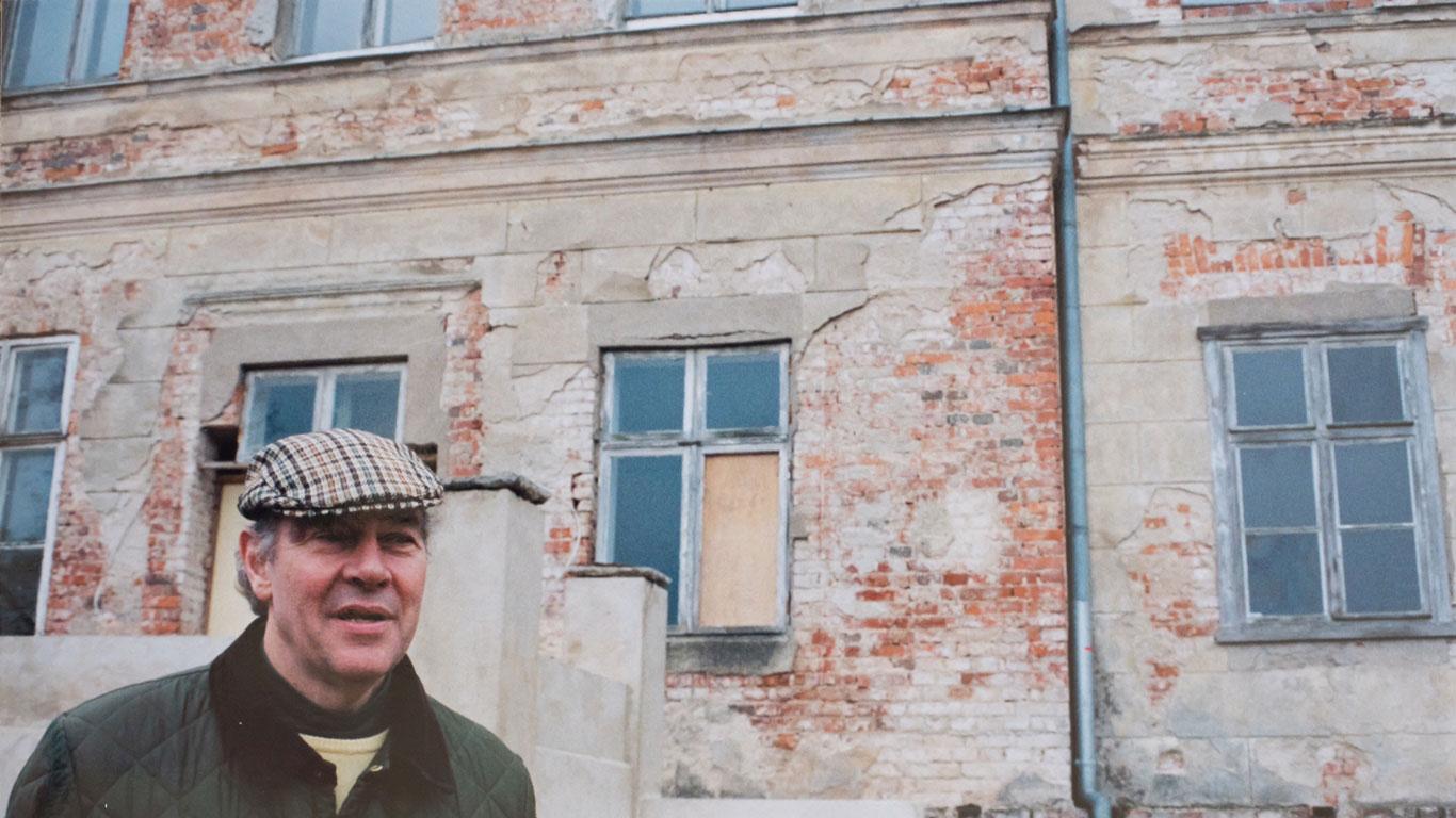 Aller Anfang ist schwer - Hans Albrecht von Maltzahn nach der Wende vor den Trümmern seines Elternhauses
