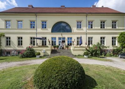 Der-Eingang-des-Gutshauses-neu