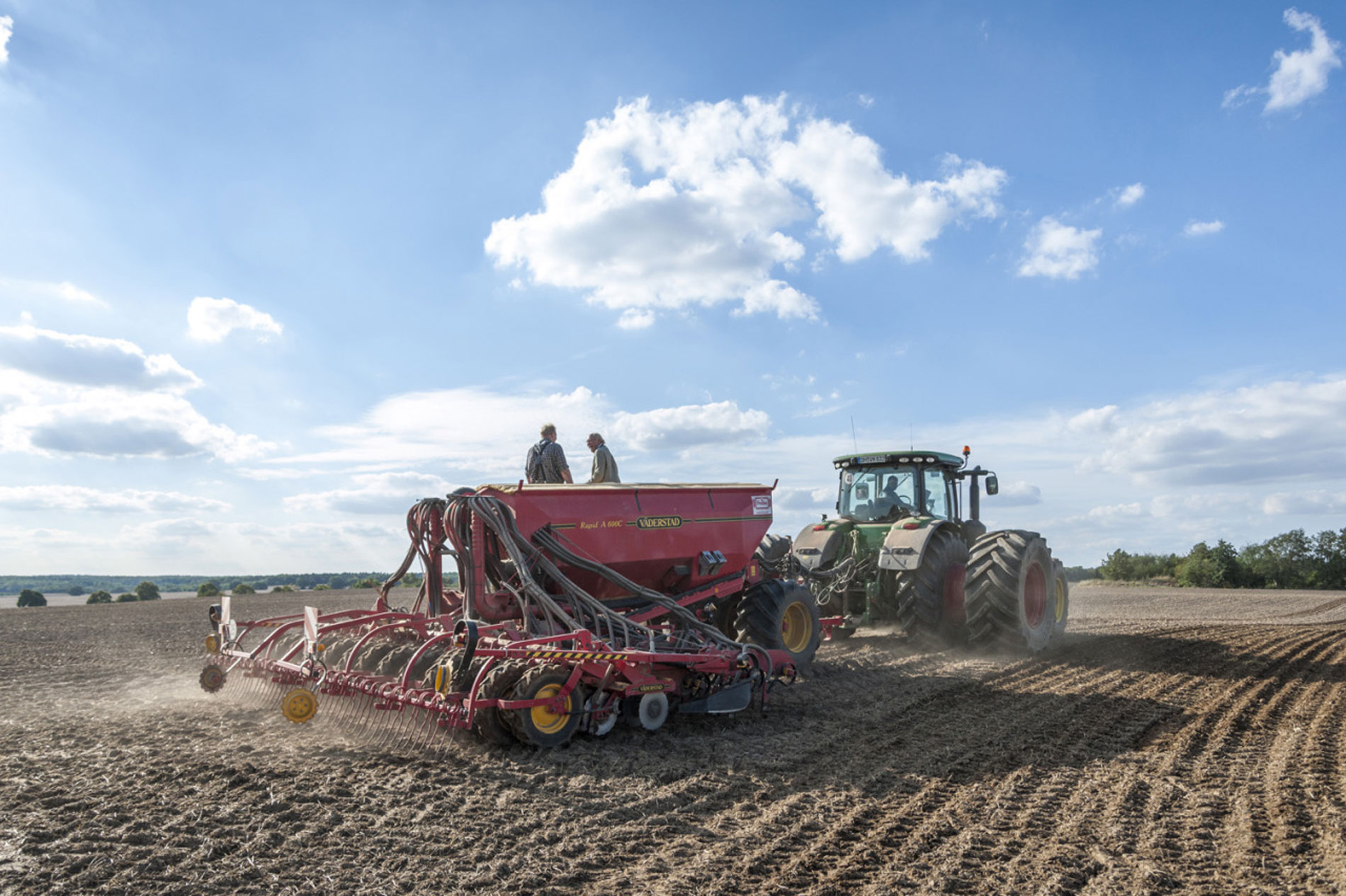 Auf riesigen Feldern in Mecklenburg Vorpommern wird gedrillt